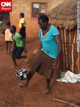 zimbabwe_soccer_woman